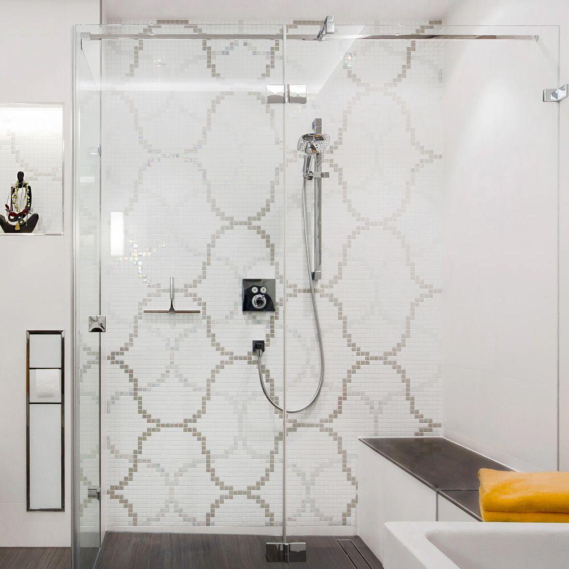 Walk-In Duschkabine mit Sitzbank Mosaik Fliesen