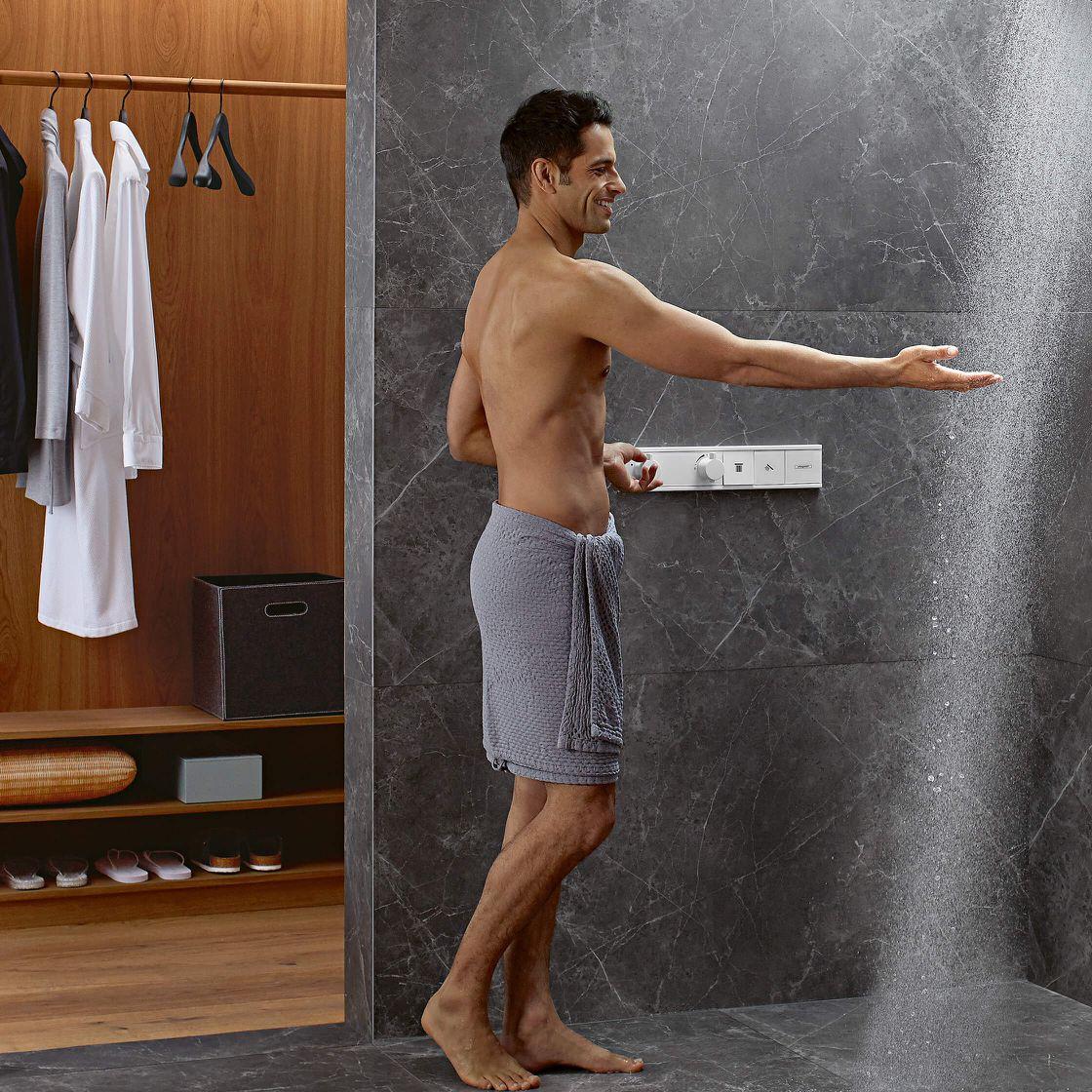 Integrales Bad mit direktem Zugang zum begehbaren Kleiderschrank
