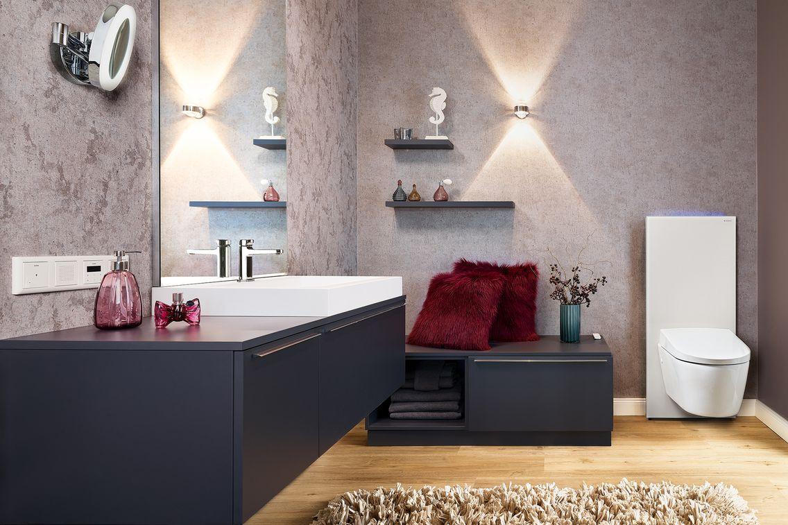 Badezimmer wird durch Licht und Farbe zur Wohlfühloase