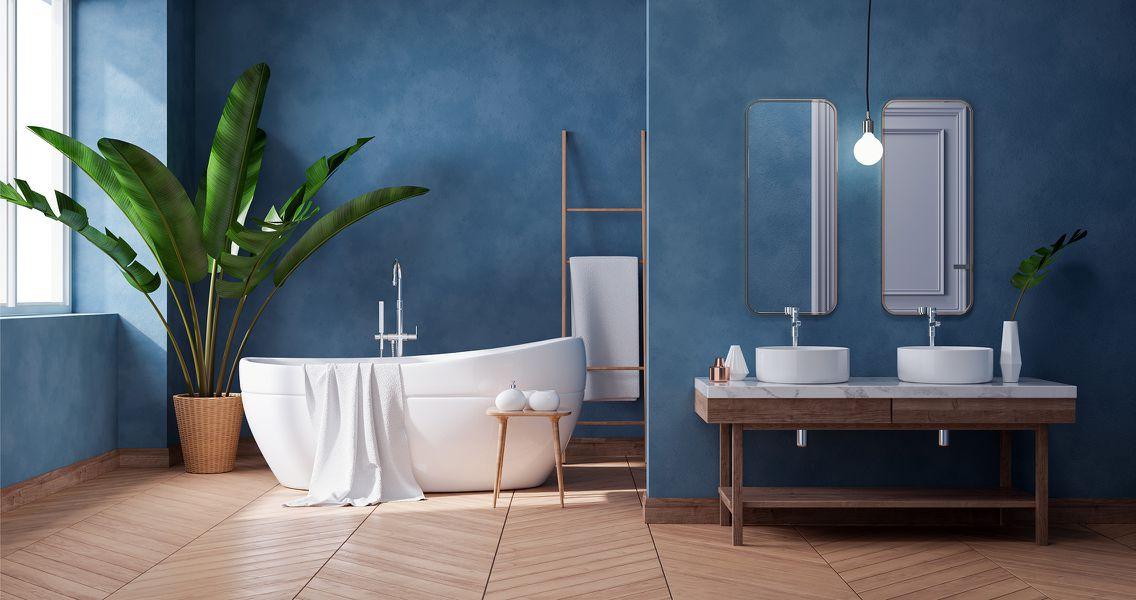 Freistehende Badewanne mit Doppelwaschplatz
