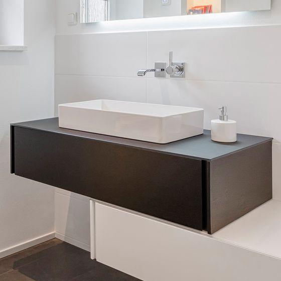 Waschtisch Badezimmermöbel Farbkontrast