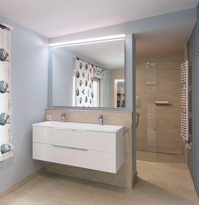 Funktionale barrierefreie Raumaufteilung im Bad