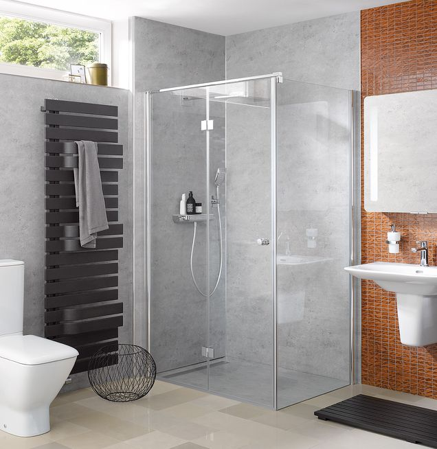 Modernes Duschbad mit Design-Handtuchtrockner