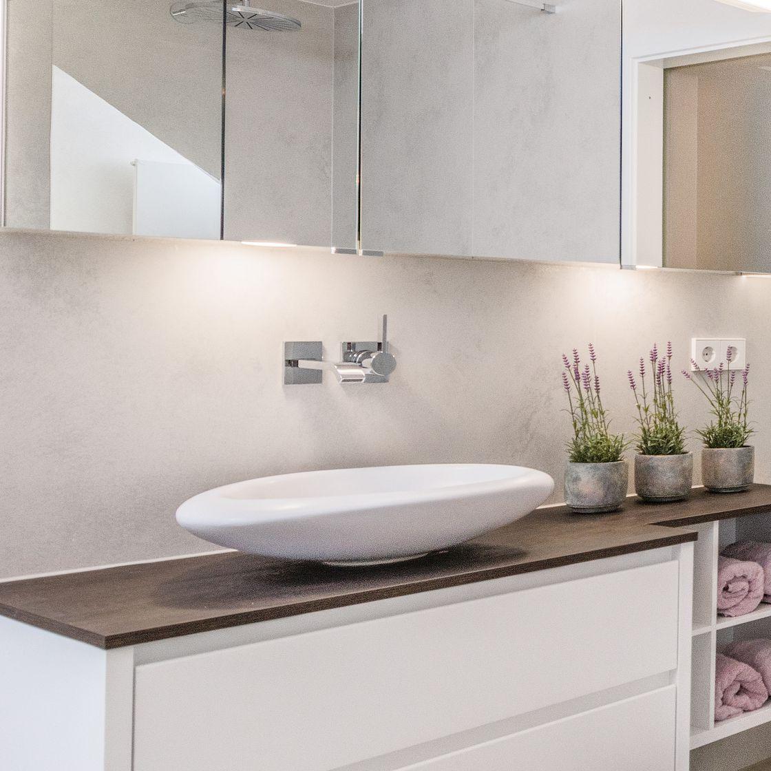 Ausstattung Aufsatzwaschbecken mit Spiegelschrank