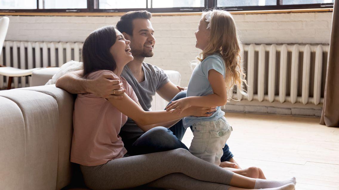 Kleine Familie heizt mit Gas