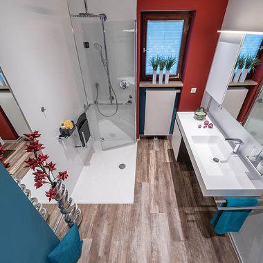 Badezimmer in abgestimmter Farbkombination