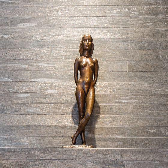 Badaccessoire weibliche Bronzefigur