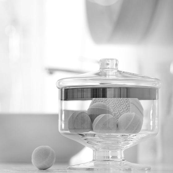 Badekugeln in Glasdose