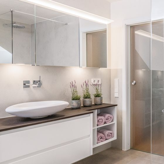 Waschtisch Badezimmermöbel mit viel Stauraum