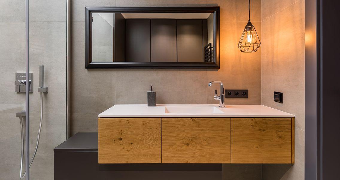 Industrial Stil im Bad mit Holzuntertisch