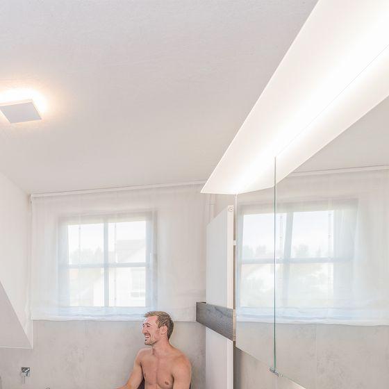 Deckenbeleuchtung im Badezimmer