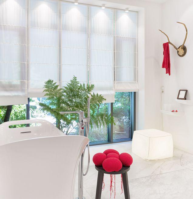 Farbige Accessoires im Badezimmer Schwarzwaldatmosphäre