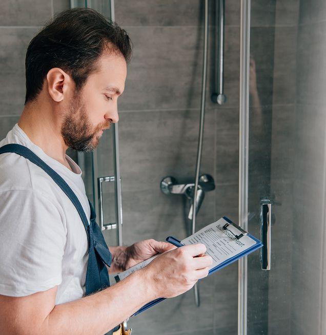 Planung und Handwerk für das neue Badezimmer