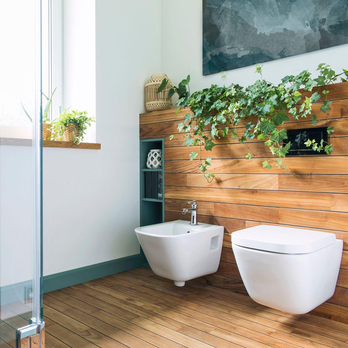 Badezimmer im Natur-Look mit Holz und Pflanzen