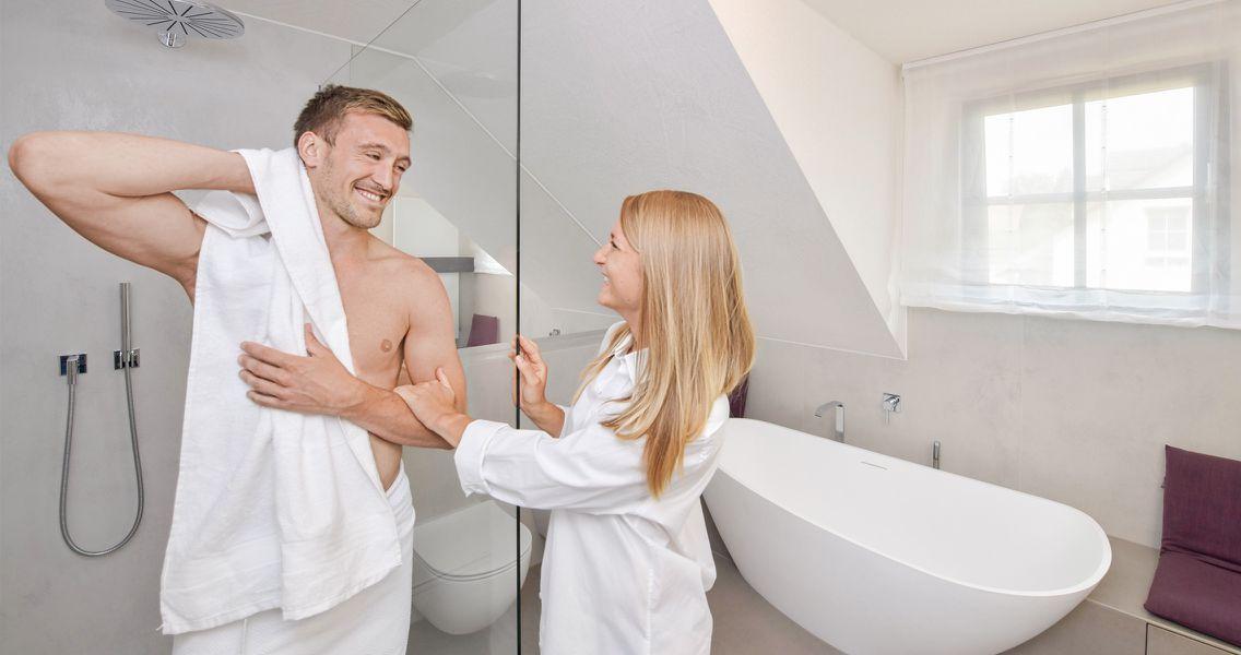 Großzügiges Badezimmer mit Platz für zwei