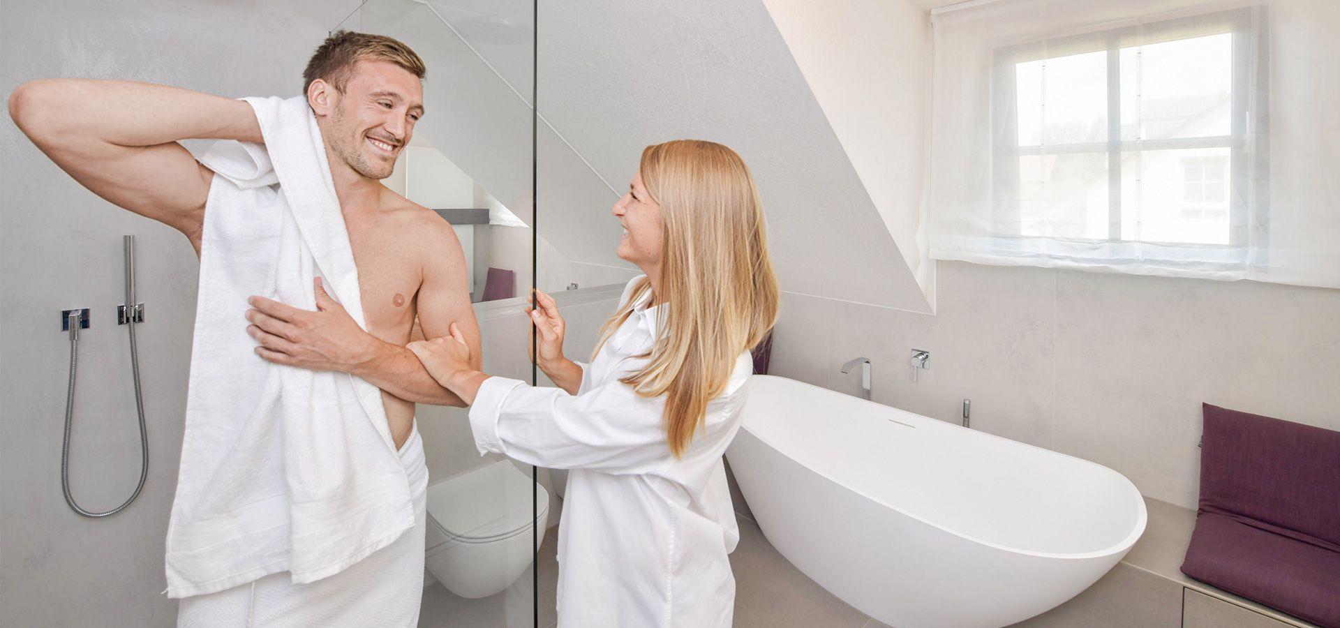 Platz für zwei im modernen Badezimmer