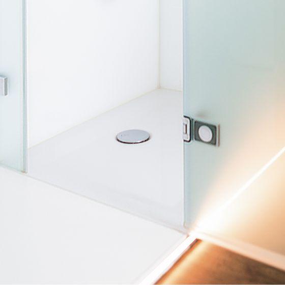Lichtleiste in Fußboden im Duschbad