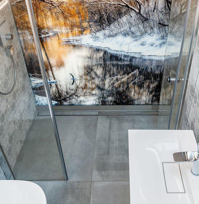 Beispiel für eine bodengleiche Duschrinne bei Die Badgestalter